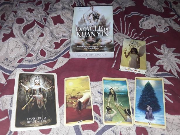 Tarot du Féminin Sacré, carte conseil oracle Kuan Yin, message des anges